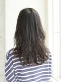 黒髪の柔らかウェーブスタイル