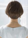 小顔効果の高い前髪なしのショートボブ