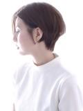 前髪無しのシンプルシルエット大人可愛いショートヘア