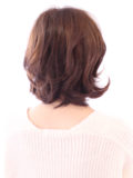 クラシックな前髪薄めのウルフボブスタイル