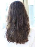 前髪伸ばしかけでも素敵なロングスタイル