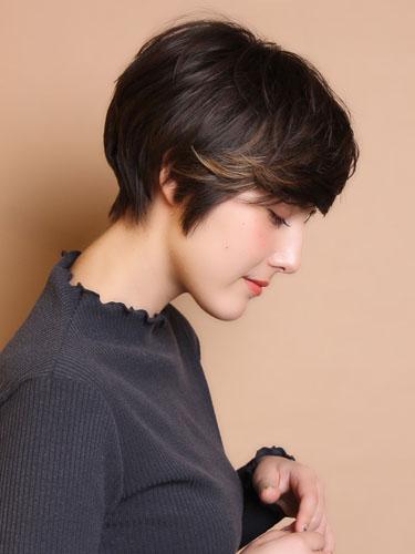 コンパクトショートヘア×前髪メッシュ