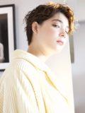 biotokyo-髪型-2019-1104-沖島-ヘアスタイル-大人-ショート-ショートボブ-パーマ-ハンサム-流行-オシャレ-トウキョウ-ボヘミアン-美容室-美容院-青山一丁目-外苑前-東京-1