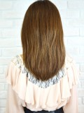 髪の広がりを抑えるミディアムヘア